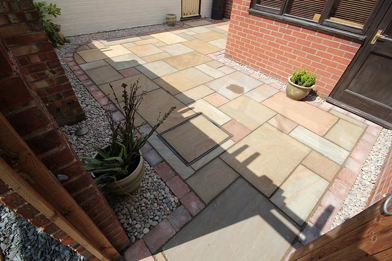 Attractive garden patio designs to inspire you for the summer for Garden patio designs uk