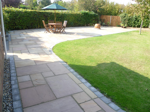 Modern and traditional garden paving designs for Paved garden designs